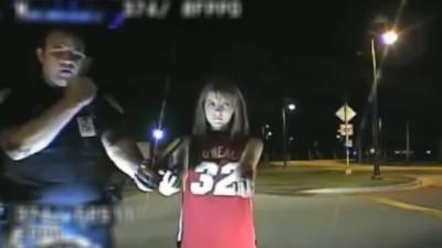 Quand un policier fait un test de sobriété à une fille sans pantalon