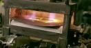Fabrication du chapeau tranchant du méchant de James Bond Goldfinger