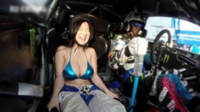 Quand Ken Block emmène des filles en bikini faire du drift à bord de sa Ford Fiesta