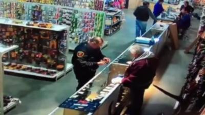 Un policier se tire dans la main et perd un bout de doigt