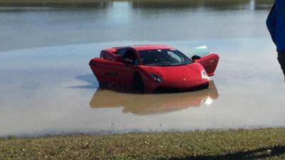 Une Lamborghini Twin Turbo de plus de 2 000 ch termine sa course dans l'eau