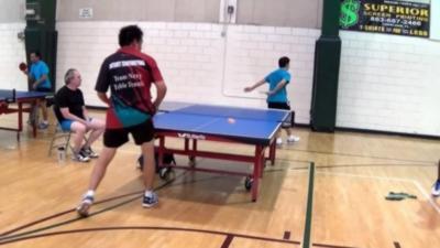 Un coup de maître vraiment imparable au ping-pong pendant un match