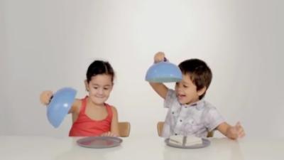 Comment deux enfants réagissent devant un seul sandwich ?