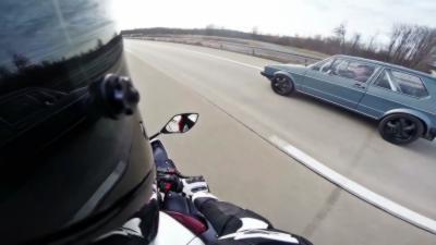 Course de rue entre une Golf MK1 de 1056ch et une Yamaha R1 de 182ch