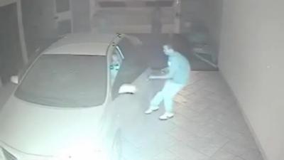 Voler la voiture d'un policier armé est la pire idée qu'ait eu cet homme