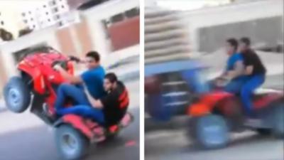 Il s'amuse à faire des wheelings en quad sur la route mais oublie de regarder devant lui