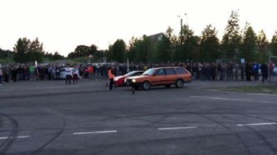 Quand une VW Passat défie une Ferrari 458 Italia en départ arrêté