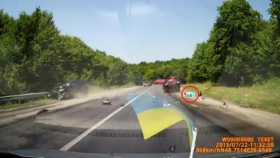Une femme est éjectée de sa voiture pendant un accident