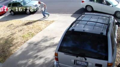 Quand un voleur de colis se fait lui-même voler
