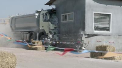 Attention les dégâts : Une enfant de 4 ans conduit un camion de 18 tonnes