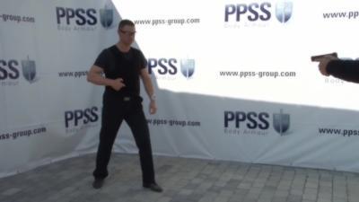 Un PDG se fait tirer dessus pour tester son gilet pare-balles