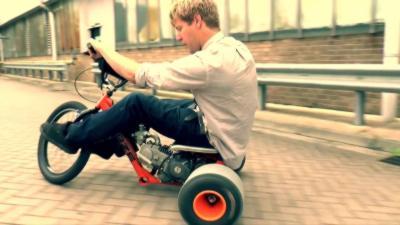 Un Drift Trike avec un moteur de 125cm3 qui monte à plus de 80km/h