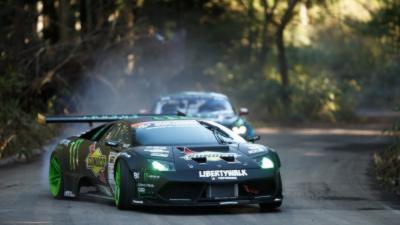 Monstrueuse battle de drift entre une Lamborghini et une Mustang