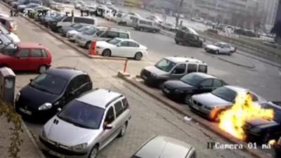 Un client mécontent met le feu à la voiture du vendeur