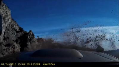 Ébloui et roulant trop vite il tombe dans un ravin avec sa Subaru