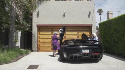 Deux mamies font leurs courses en Lamborghini Murciélago