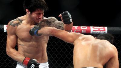 Un gros KO pour un combattant de MMA qui fait un coup bas