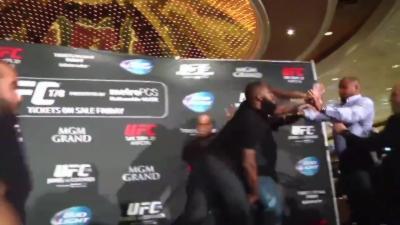 Une présentation UFC dégénère en bagarre