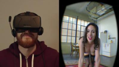 Petite surprise pour des amis qu'il invite à tester la réalité virtuelle