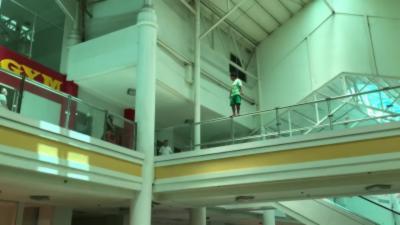 Un suicidaire rattrapé juste avant de sauter dans le vide