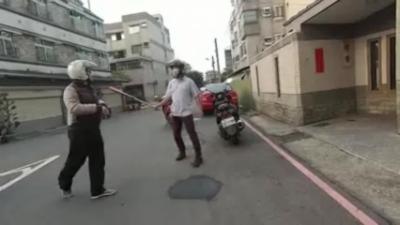 Road Rage : Quand un Taïwanais sort un bâton après un refus de priorité