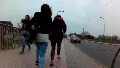 Un cycliste renverse deux voleuses pour les arrêter