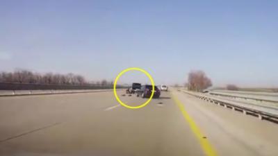 Un accident grave à cause d'un changement de pneu en plein milieu de l'autoroute