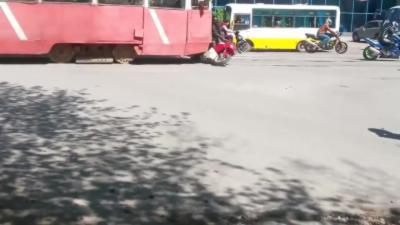 Des motards percutés par un tramway hors de contrôle