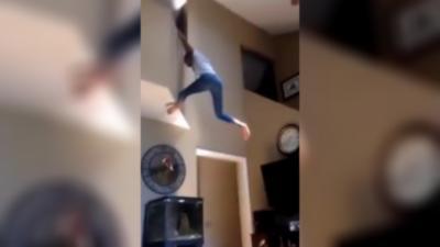 Mauvaise idée : Quand une fille ivre à la flemme de prendre les escaliers