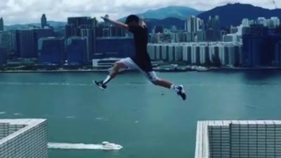 Il saute entre 2 immeubles de 25 étages pour atterrir sur une bordure de 15 cm