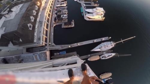 Sauter d'un immeuble de 40 m�tres de haut pour atterrir dans un port