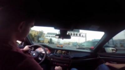 Un gros malade se filme en train de rouler à presque 200 km/h en BMW M5 en plein milieu de la circulation