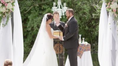Pendant un mariage l'homme met une claque à sa future femme à cause d'une abeille