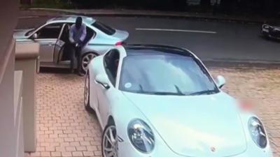 Un homme armé tente de carjacker une Porsche mais le propriétaire ne se laisse pas faire