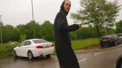 Un automobiliste se venge contre deux jeunes qui tapent dans sa voiture