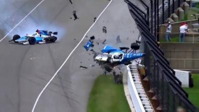 L'effroyable accident d'un pilote d'IndyCar qui percute un concurrent et qui s'envole dans les airs