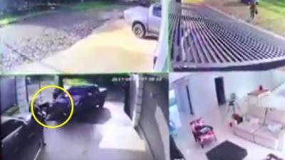 Un homme fonce avec son pick-up dans des cambrioleurs qui se sont introduits chez lui