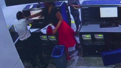 Une passagère rate l'embarquement de son avion et gifle une employée qui lui explique que c'est trop tard