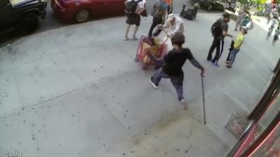 Un jeune attaque soudainement et violemment un homme de 91 ans qui n'a rien demandé