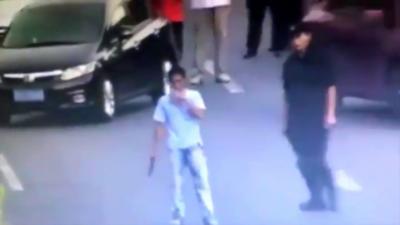 Quand une femme d'1m82 membre du SWAT fait une prise pour désarmer et maîtriser un homme