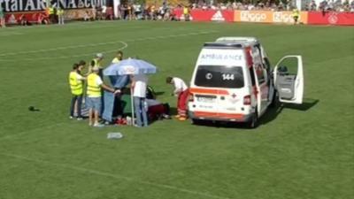 Abdelhak Nouri fait un malaise cardiaque en plein match de foot et s'écroule sur la pelouse