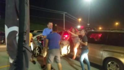 À la sortie d'un concert, des bouchons provoquent une bagarre entre automobiliste