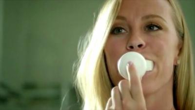 Ils inventent une brosse à dents qui permet de se les laver en seulement 10 secondes