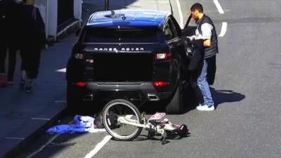 Un voleur dépouille entièrement une voiture mais se fait très vite cramer par la police