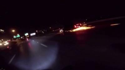 Un automobiliste fait tomber deux motards et prend aussitôt la fuite