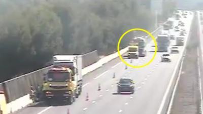Un poids lourd s'explose contre un véhicule de patrouille sur l'autoroute A9