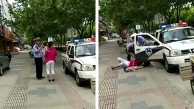 Un policier tacle une femme alors qu'elle a son bébé dans les bras