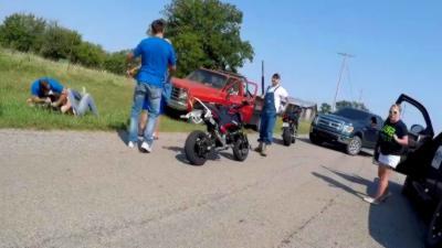 Un road rage éclate entre des étudiants à moto et des hommes armés