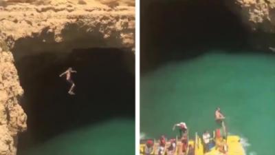 Un homme saute d'une falaise alors qu'un bateau passe au même moment