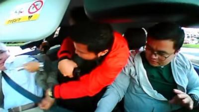 Un covoiturage tourne au cauchemar quand deux passagers armés tentent de voler la voiture